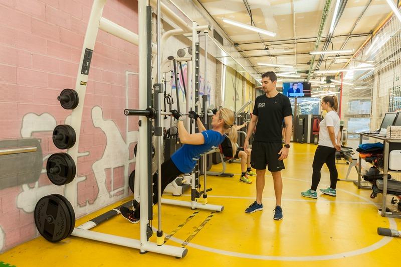 Entrenador personal en gimnasio Valencia personal gim